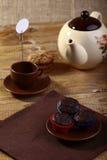 Queques do chocolate na placa Fotografia de Stock