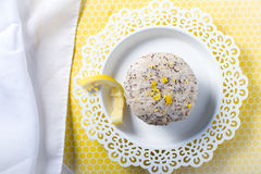Queques frescos da galdéria da semente de papoila do limão Fotografia de Stock Royalty Free