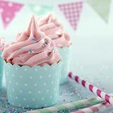 Queques geados cor-de-rosa Imagem de Stock Royalty Free