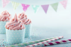 Queques geados cor-de-rosa Imagens de Stock