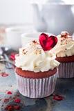 Queques vermelhos deliciosos de veludo imagem de stock royalty free