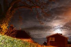 Quercia e luna piena Fotografia Stock