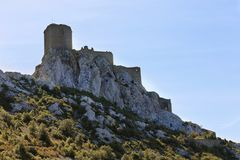 Queribus slott Languedoc Roussillon, Frankrike arkivfoto