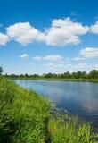Querneigung des Flusses stockfotos