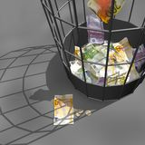 Querneigung-Papiere von Euro in einem Abfallkorb. Stockfoto