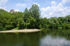 Querneigung von Fluss Lizenzfreie Stockfotografie