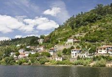 Querneigungen des Douro Flusses lizenzfreie stockfotografie