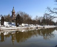 Querneigungen von Bega Fluss- Timisoara, Rumänien stockfotografie