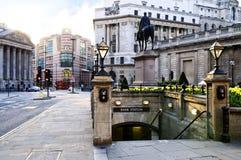 Querneigungstationeingang in London Stockfotografie