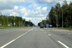 querstraße 125 Kilometer zu Nischni Nowgorod Stockfotografie