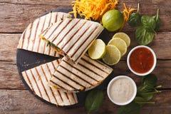 Quesadilla z mięsa, szpinaka i cheddaru sera zakończeniem, Horiz Zdjęcia Royalty Free