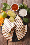 Quesadilla z mięsa, szpinaka i cheddaru sera zakończeniem, Verti Obraz Stock
