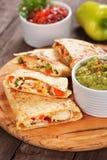 Quesadillas с мясом и овощами цыпленка Стоковое Фото