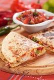 Quesadillas с мясом и овощами цыпленка Стоковые Изображения RF