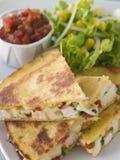 Quesadillas con salsa del tomate del queso del pollo de Cajun Imagen de archivo libre de regalías