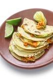 Quesadillas del flor de la calabaza, comida mexicana Fotos de archivo