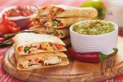 Quesadillas med guacamoledoppet Royaltyfri Bild