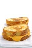Queso asado a la parilla en el pan amargo de la pasta Imagen de archivo libre de regalías