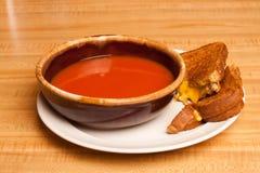 Queso asado a la parilla sopa del tomate Fotografía de archivo libre de regalías