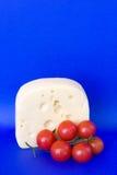 Queso bávaro con los tomates de cereza Imagenes de archivo