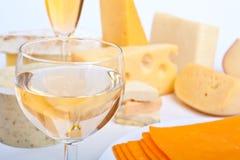 Queso con un vidrio de vino blanco Imagen de archivo libre de regalías