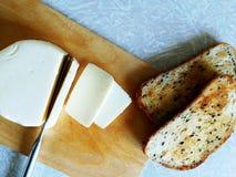 Queso cortado con pan frito fotografía de archivo libre de regalías