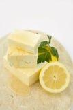 Queso de queso Feta con la miel Imagen de archivo libre de regalías