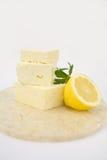 Queso de queso Feta con la miel Imágenes de archivo libres de regalías