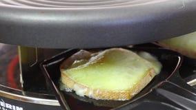 Queso de Raclette almacen de video