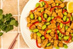 Queso de soja profundo de Fried Chinese Style Vegetarian o del vegano con rojo picante Fotos de archivo libres de regalías