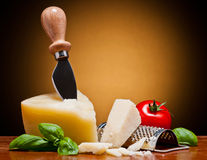Queso del italiano del parmesano Foto de archivo libre de regalías
