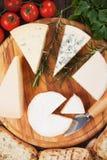 Queso en el disco de madera Foto de archivo libre de regalías