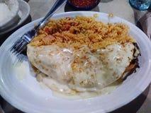 Queso kvävde quesadillaen och spanska ris Arkivbilder