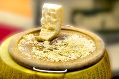 Queso parmesano original de Reggiano del parmesano Imagenes de archivo