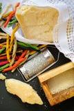Queso parmesano Queso de parmesano rallado Olive Wood Parmesan Che Imagen de archivo libre de regalías