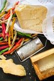 Queso parmesano Queso de parmesano rallado Olive Wood Parmesan Che Imagen de archivo