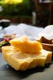 Queso parmesano Queso de parmesano rallado Olive Wood Parmesan Che Foto de archivo