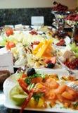 Queso, pescados y frutas en hotel costoso Imagen de archivo libre de regalías