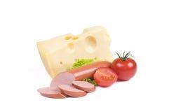 Queso, salchicha, tomate sobre blanco Imagen de archivo libre de regalías