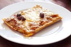 Queso y aceituna de la pizza Imagenes de archivo