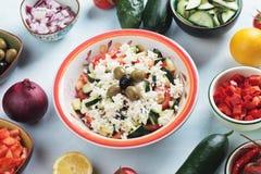 Queso y ensalada de las verduras Foto de archivo