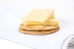 Queso y galletas Fotos de archivo