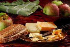 Queso y manzanas Imagen de archivo libre de regalías