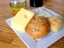 Queso y pan Imagen de archivo libre de regalías
