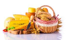 Queso y pan imagen de archivo