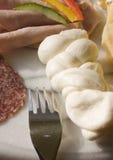 Queso y salami imagen de archivo