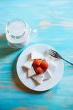 Queso y tomates de cabra Imagen de archivo libre de regalías