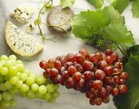 Queso y uvas Fotografía de archivo