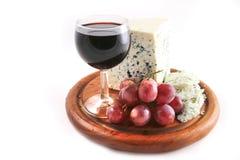 Queso y uvas del Roquefort con el vino Imágenes de archivo libres de regalías