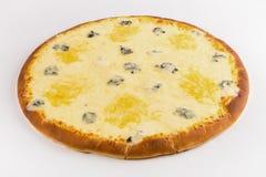 Quesos calientes de la pizza cuatro en un fondo blanco foto de archivo